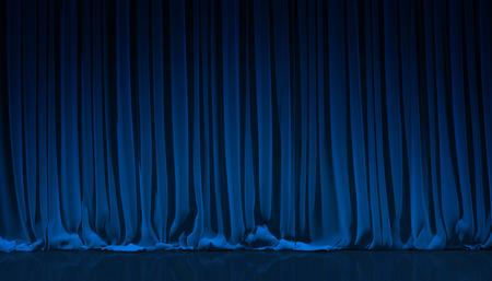 Blauw gordijn op theater of bioscoop podium. Stockfoto