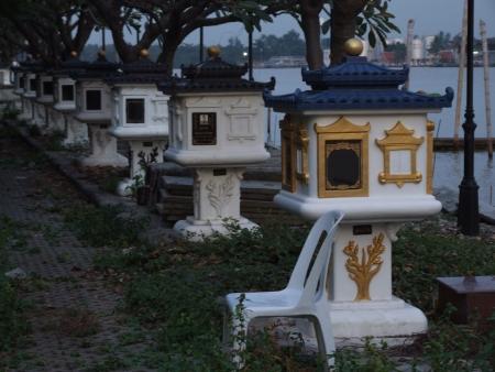 silently: graveyard silently
