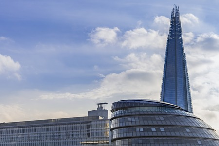 LONDON- FEB. 2: The shard building at london bridge, now complete is the tallest building in europe at over 1,000 feet . London, February, 2013. 新聞圖片
