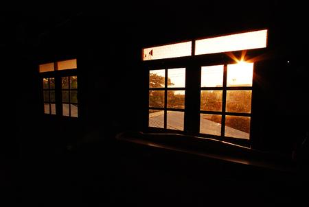 de windown en licht van zonsopgang in de ochtend