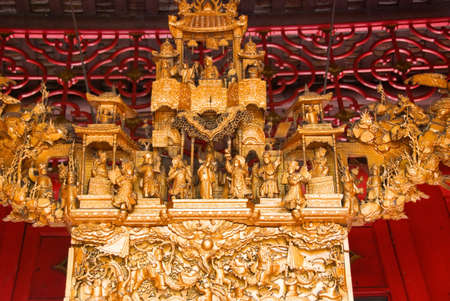 chinese temple decorations