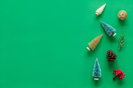 Christmas background, frame with fir branches tree pinecone over green background. flatlay copy space 스톡 콘텐츠