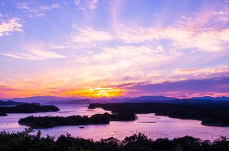 前湾のシルエットの sunsetsky、日本の三重県の観光