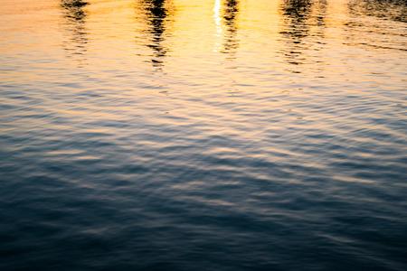 amanecer: rompiendo el amanecer de Hashikuiiwa roca sombra, �rea de Kushimoto, Wakayama, Jap�n