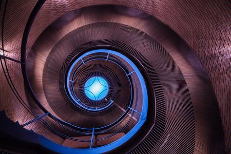 梅田、大阪、日本で螺旋階段