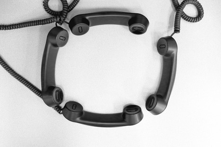 telephone headsets: Auriculares telef�nicos dispuestos en un tema de la conferencia llamada Foto de archivo