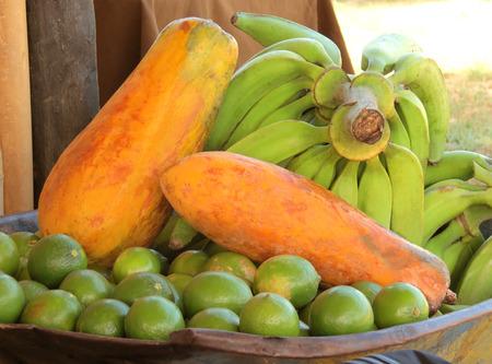 frutas tropicales: Las frutas tropicales Foto de archivo