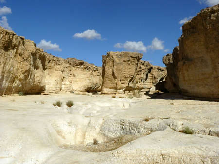 vadi: Vadi Peres, Negev desert.The Negev is the desert region of southern Israel. The indigenous Bedouin citizens of the region refer to the desert as al-Naqab.