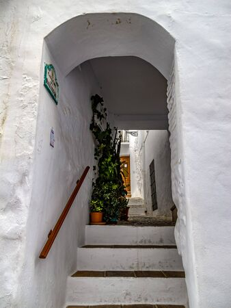Escalera con bóveda cubierta, para acceso desde la calle en Frigiliana, Málaga