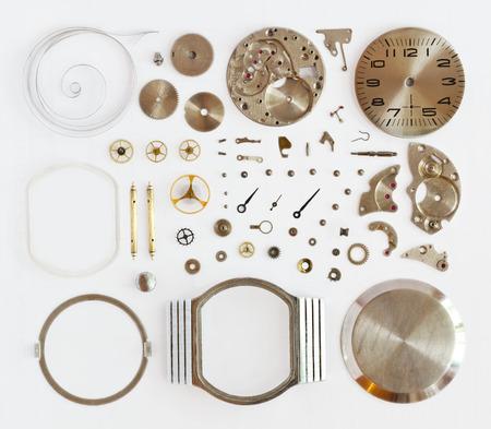 gears: desmontado relojes mec�nicos sobre un fondo blanco