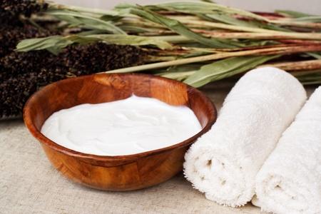 aroma bowl: Beauty treatment. Shea butter (body balsam) Stock Photo