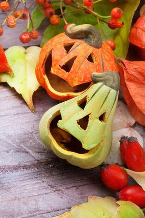 espantapajaros: Calabazas de Halloween, la naturaleza muerta. Foto de archivo