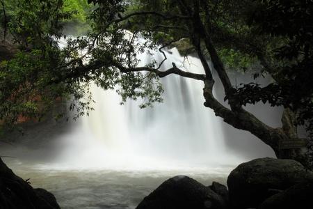 yai: La bella cascata a Parco Nazionale Khao Yai, in Thailandia