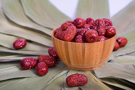 chinesisch essen: red Datum mit Kn�del Bl�tter