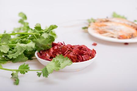 culantro: Cilantro y chiles secos