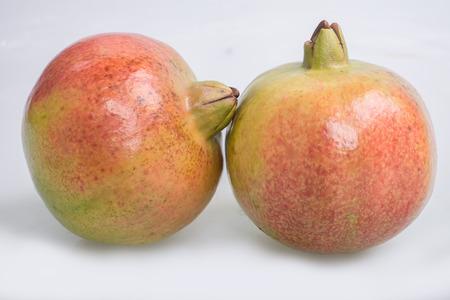 gules: pomegranates on white background