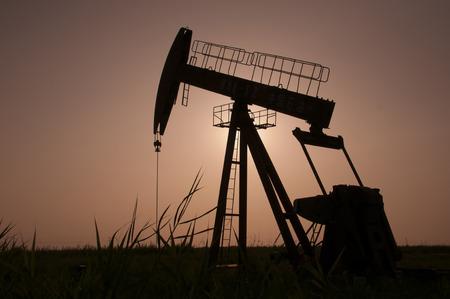 rigger: Silhouette of drilling crane