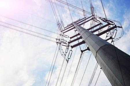cables electricos: cables eléctricos en el fondo del cielo
