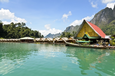 Small bungalow made of bamboo floating  Surrounded by mountains and water in Ratchaprapha Dam, Khao Sok National Park, Surat Thani Province, Thailand  Stock Photo