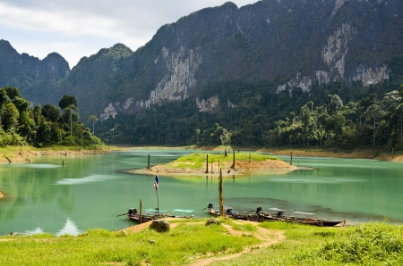 long tailed boat: Beautiful mountains and river natural attractions in Ratchaprapha Dam at Khao Sok National Park, Surat Thani Province, Thailand Stock Photo