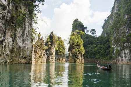 Beautiful high mountains and green river in the morning at Ratchaprapha Dam, Khao Sok National Park, Surat Thani Province, Thailand   Guilin of Thailand Stock Photo - 21571847