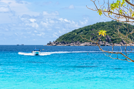 speed boat: Beautiful landscape of blue sea and speed boat taking tourists traveling to Koh Miang Island under the summer sky for background in Mu Ko Similan National Park, Phang Nga Province, Thailand