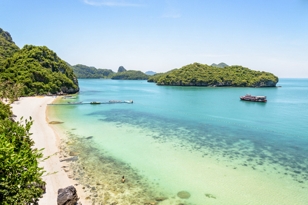 High angle view beautiful natural landscape of the beach, floating pier, islands and sea in summer from Ko Wua Talap viewpoint at Mu Ko Ang Thong National Marine Park in Gulf of Thailand, Surat Thani province Stock Photo