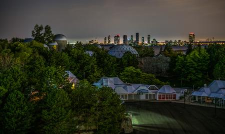De buitenwijken en de stad Stockfoto
