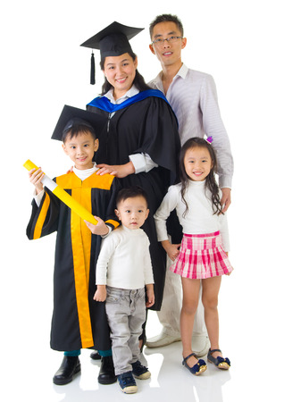 graduacion ni�os: Asia madre e hijo en traje de graduaci�n.