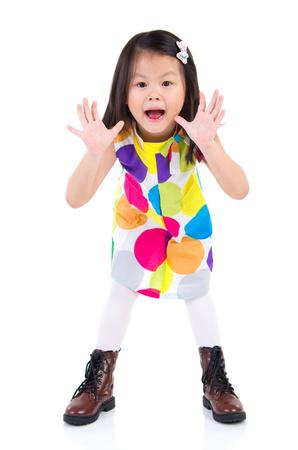 boca abierta: Emocionado niño asiático a abrir su boca y levantar la mano Foto de archivo