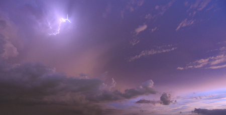 Lightning in the sky and clouds are clear and colorful in the evening.