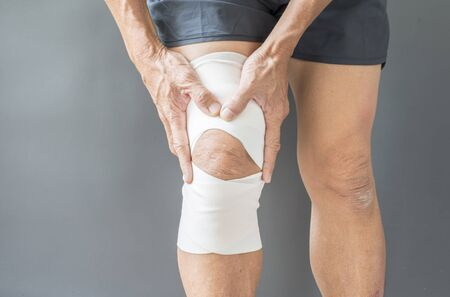 Injury and inflammation of the leg muscles of the elderly men with knee bandages