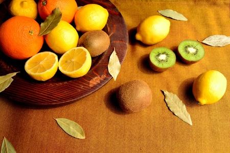 キウイ フルーツと柑橘系の果物 写真素材