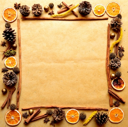 pine cone: Spices,orange,and pine cone