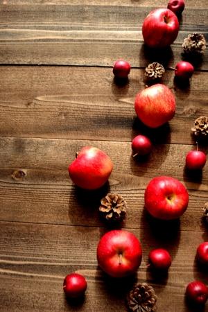 pine cone: Mele rosse con pigna