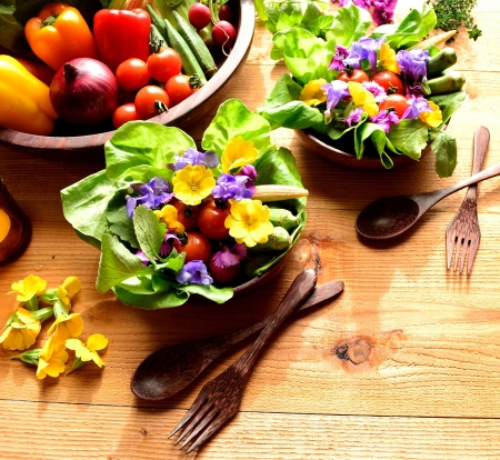 salad fork: Fresh salad with vegetables on spring season
