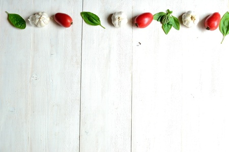 Tomato,garlic and basil leaf on white wood background 版權商用圖片
