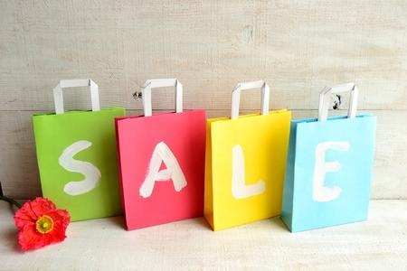 pastel colours: Los colores pastel bolsas de la compra con la amapola