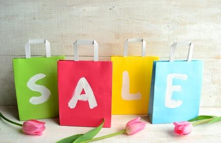 pastel colours: Los colores pastel bolsas de la compra con los tulipanes rosados