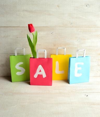 pastel colours: Los colores pastel bolsas de la compra con el tulip�n rojo