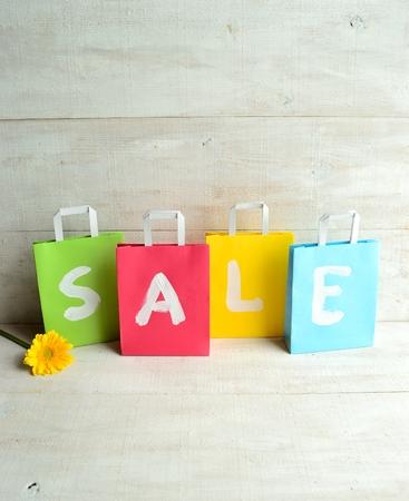 pastel colours: Los colores pastel bolsas de la compra con gerbera amarilla