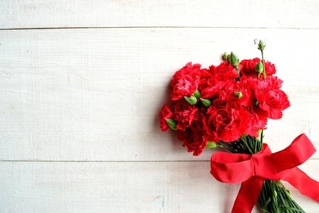 어머니의 날의 붉은 카네이션 꽃다발 이미지