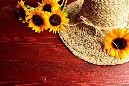 straw hat: Cappello di paglia con il fiore del sole