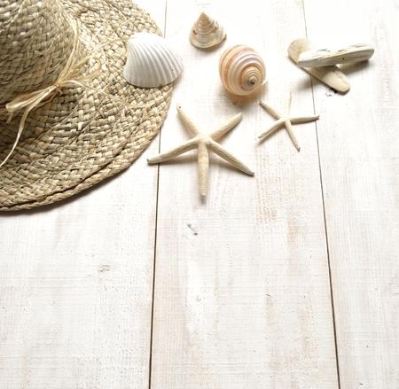 straw hat: Cappello di paglia con conchiglie