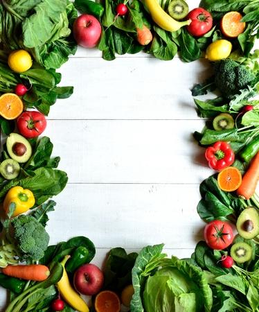 健康的な野菜果物 frame.white 木製の背景 写真素材