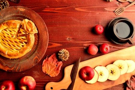 アップルパイ、コーヒー カップ、まな板
