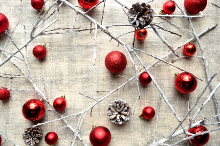 Red Christmas ornament balls, twigs and pine cones.frame 版權商用圖片