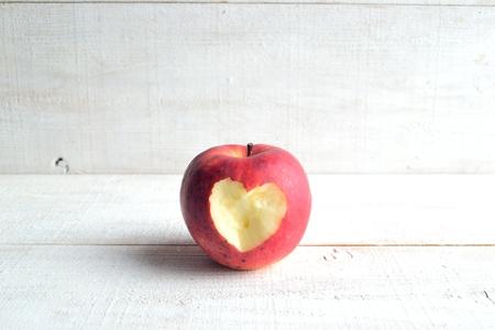 リンゴ。(ハート型剥離)