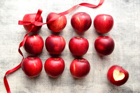 Red apples (an apple peeled heart shaped) with red ribbon 版權商用圖片