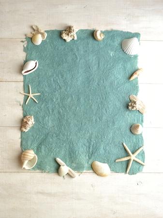 スカイブルーの paper.frame の白い貝殻